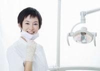 笑顔の女性歯科衛生士
